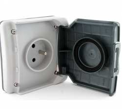 Prise 2P+T a volet 16 A 250 Volts Plexo 66 composable gris IP66 IK08 ref 90486